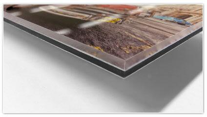Een foto achter plexiglas en voor dibond